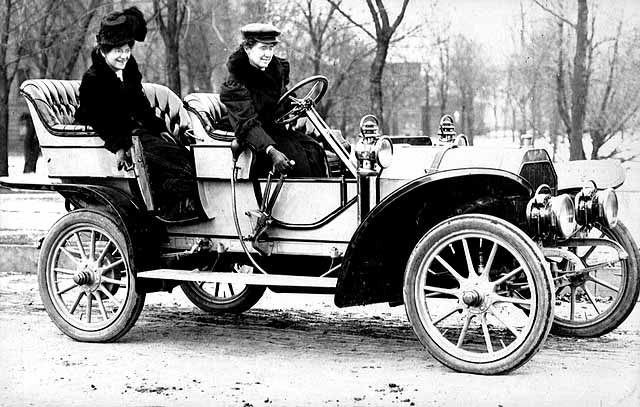Dr. Gertrude Stanton with family and friends in her 1907 Oldsmobile won in the Minneapolis Tribune popularity contest.