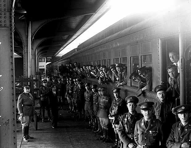 151st Field Artillery, Minnesota National Guard, leaving for camp.