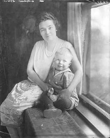 Idella Preus with son Jacob A.O. Jr., 1923