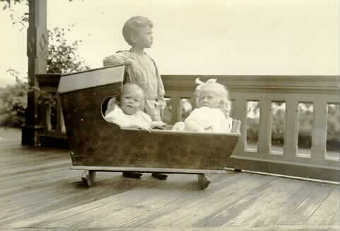 Louis W. Hill, Jr. Maudie Hill, James J. Hill, II (Jerome) with cradle, Manchester-by-the-Sea, Massachusetts