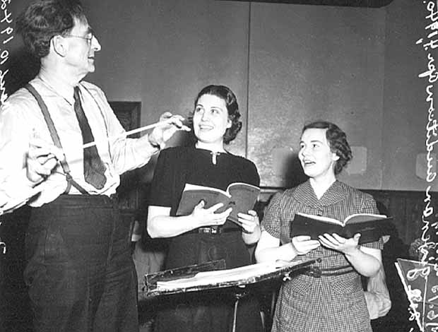 Singers auditioning.