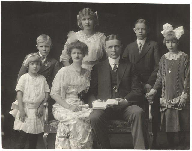 Governor and Mrs. Adolph Eberhart with their children, 1914